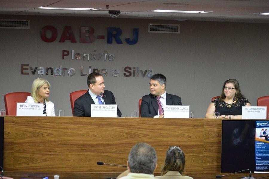 Rita Cortez faz criticas a cooperativas de trabalho, durante encontro na OAB-RJ
