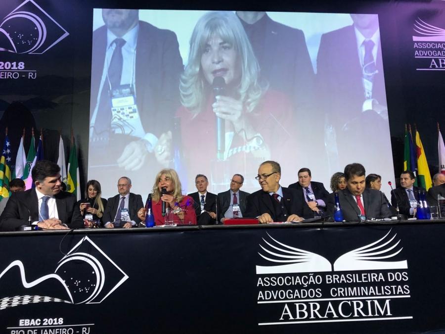 Rita Cortez defende a união de trabalhistas e criminalistas em evento da Abracrim no Rio