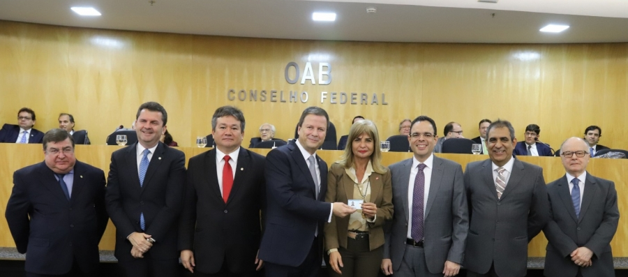 OAB homenageia o IAB com entrega simbólica da carteira da Ordem a Rita Cortez