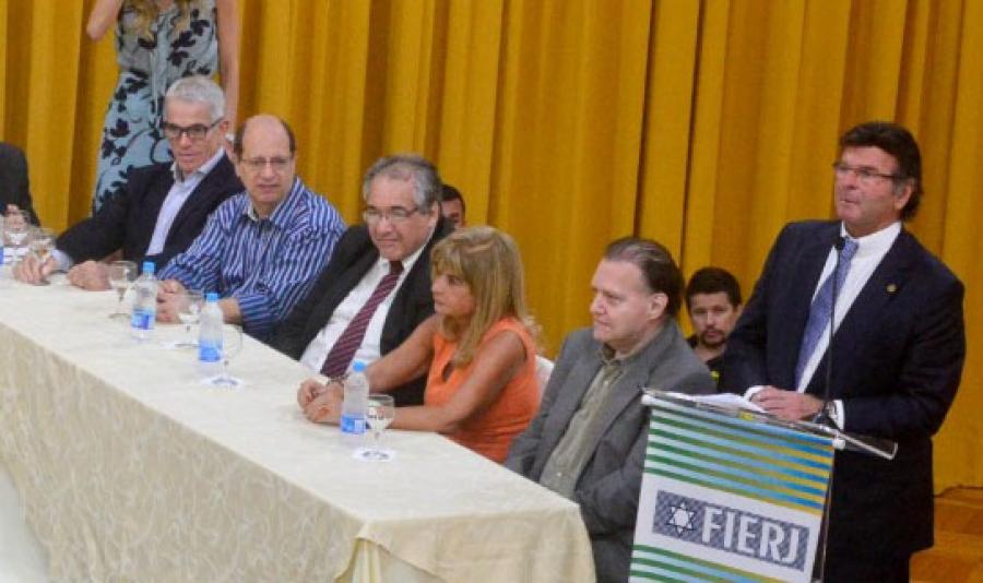 Rita Cortez integra mesa de honra na posse da nova Diretoria da Fierj