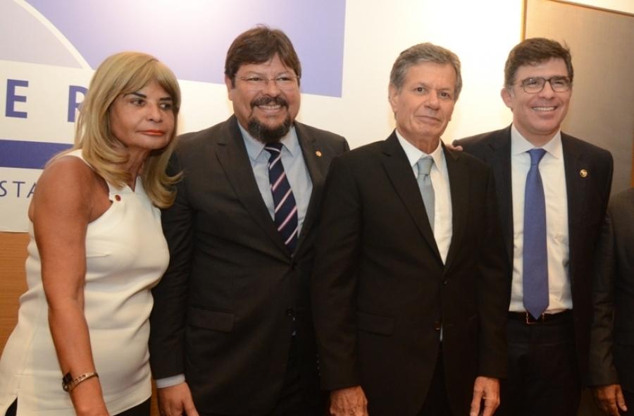 Rita Cortez representa o IAB na posse do novo presidente da Amperj