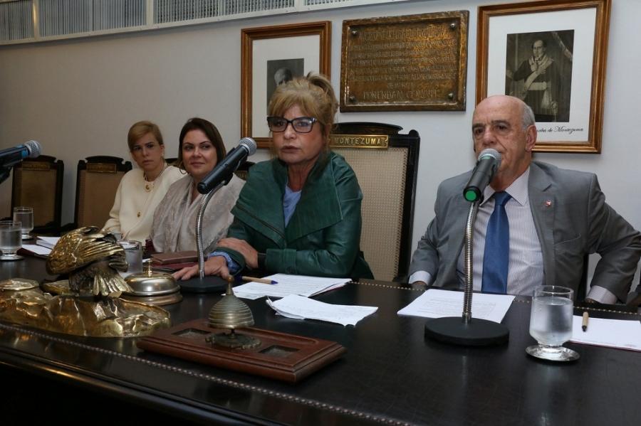 Rita Cortez destaca 'política de valorização' das comissões temáticas, em reunião no plenário