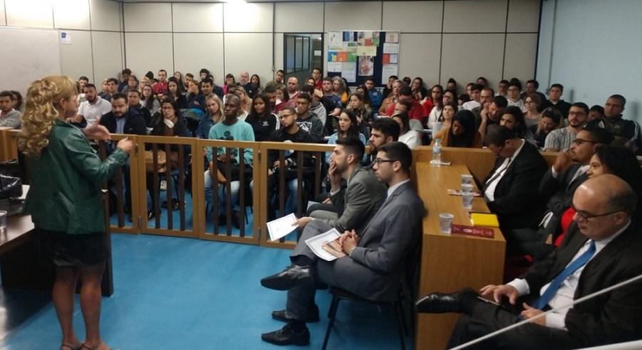 Rita Cortez destaca a importância das comissões, em palestra na subseção da OAB/RJ em Barra Mansa