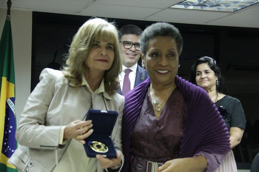 Rita Cortez é homenageada pela OAB/RJ com a Medalha Rosa Negra