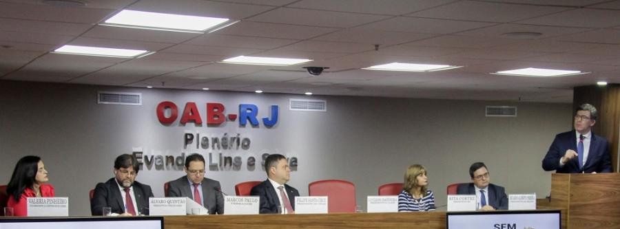 Rita Cortez comparece à condecoração de Álvaro Quintão, agraciado pela Câmara Municipal do Rio