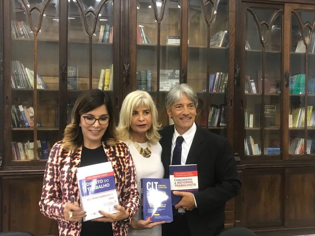 Advogados da AJS presentes em lançamento de livros