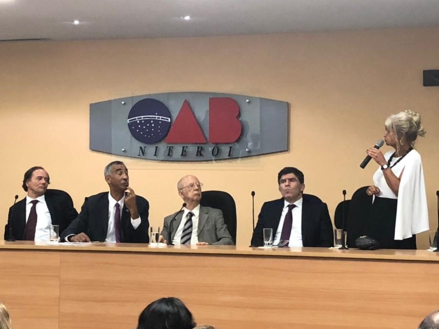 Rita Cortez representa o IAB na solenidade de posse da nova diretoria da Afat
