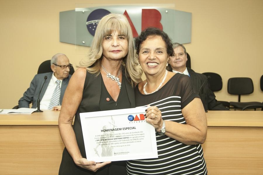 Rita Cortez é homenageada pela OAB Niterói 'pelos serviços prestados à classe'
